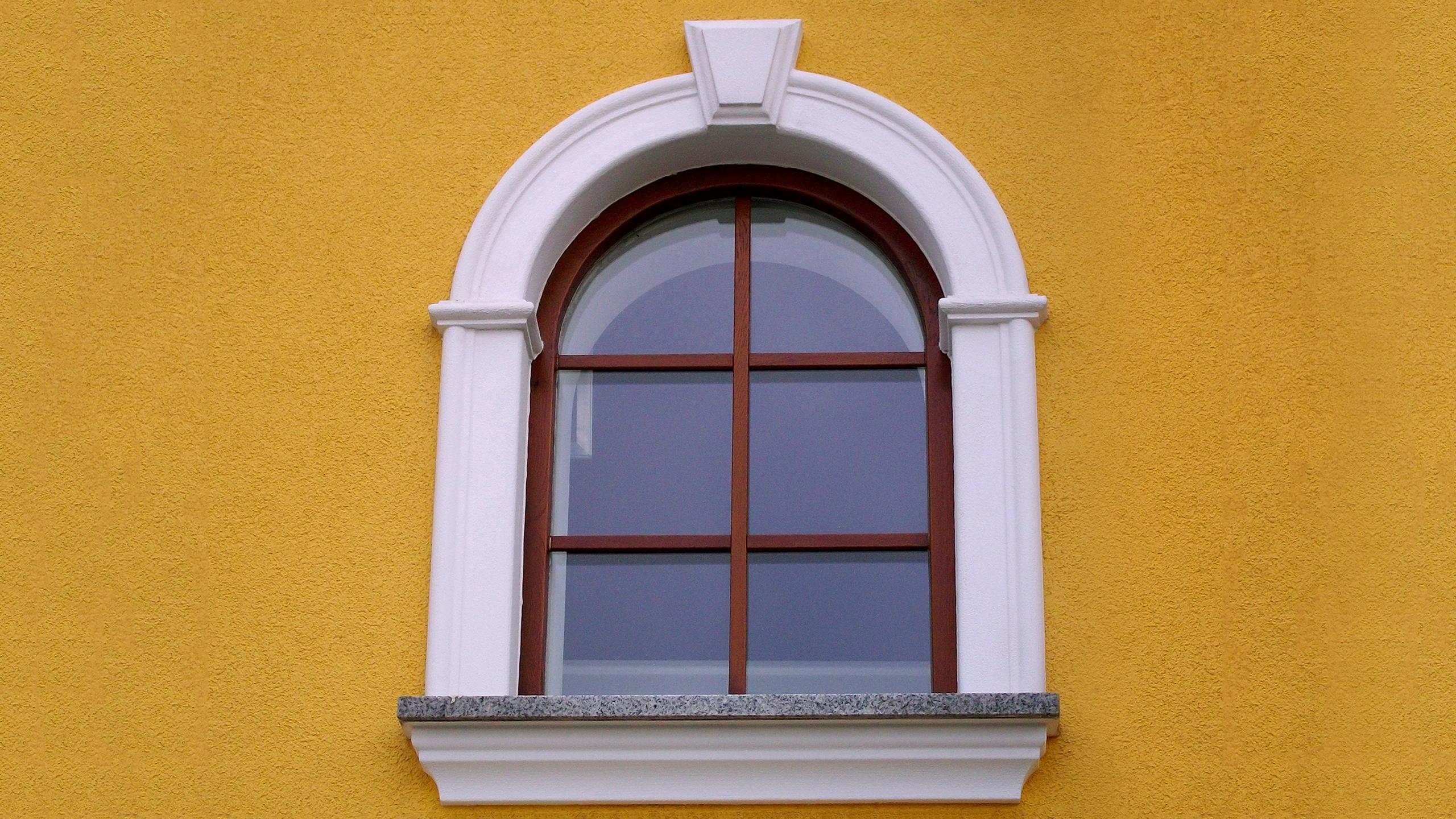 Fensterfaschen bzw. Fensterumrandungen (Lisenen)