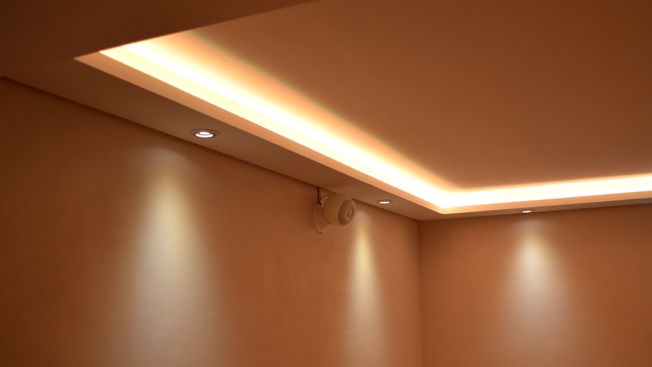 Lichtprofile für Spots und/oder LED-Streifen - BENDU - Stuckleisten, Lichtvouten und ...