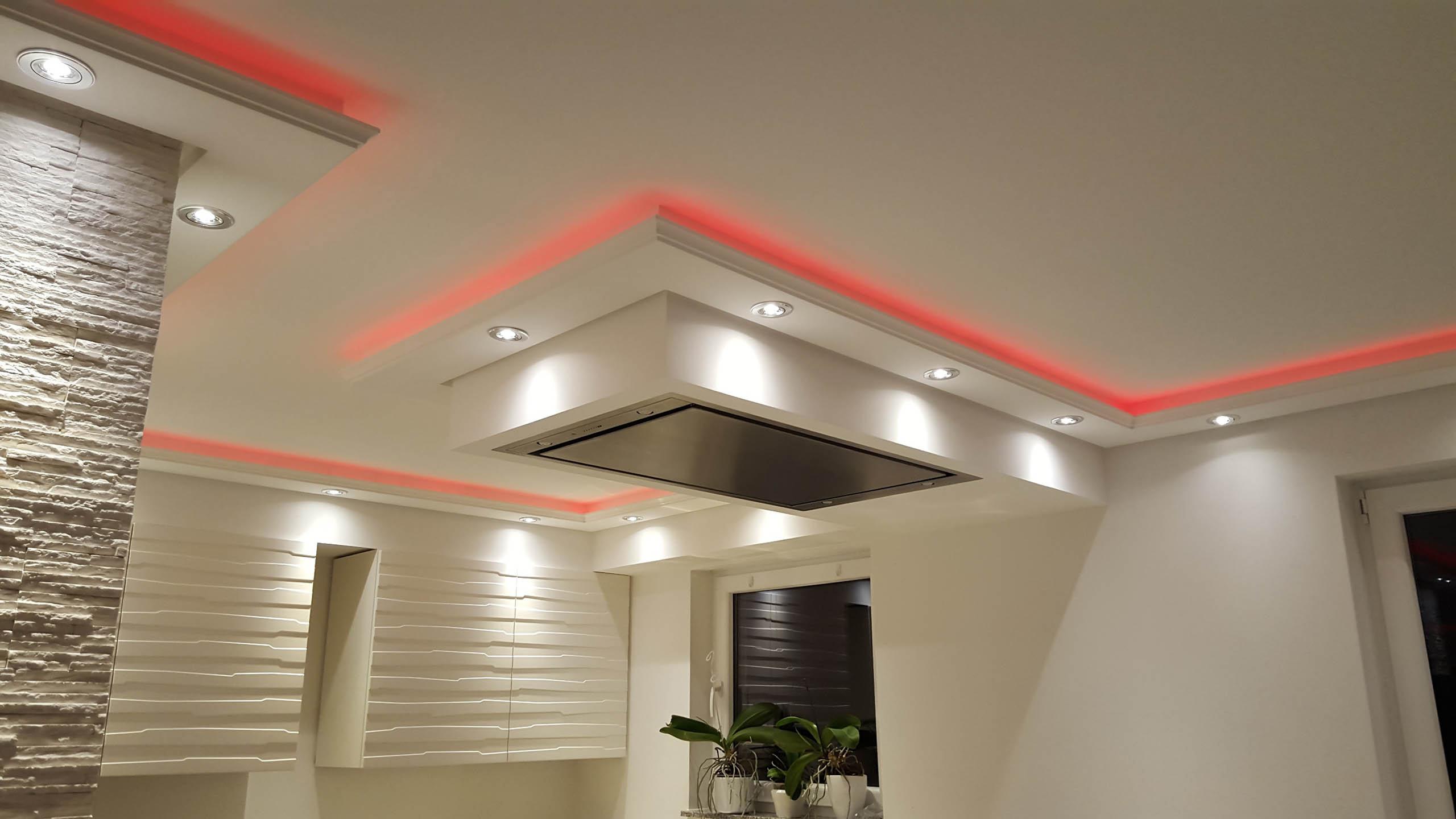 Lichtprofile für indirekte LED-Belechtung von Wand und Decke