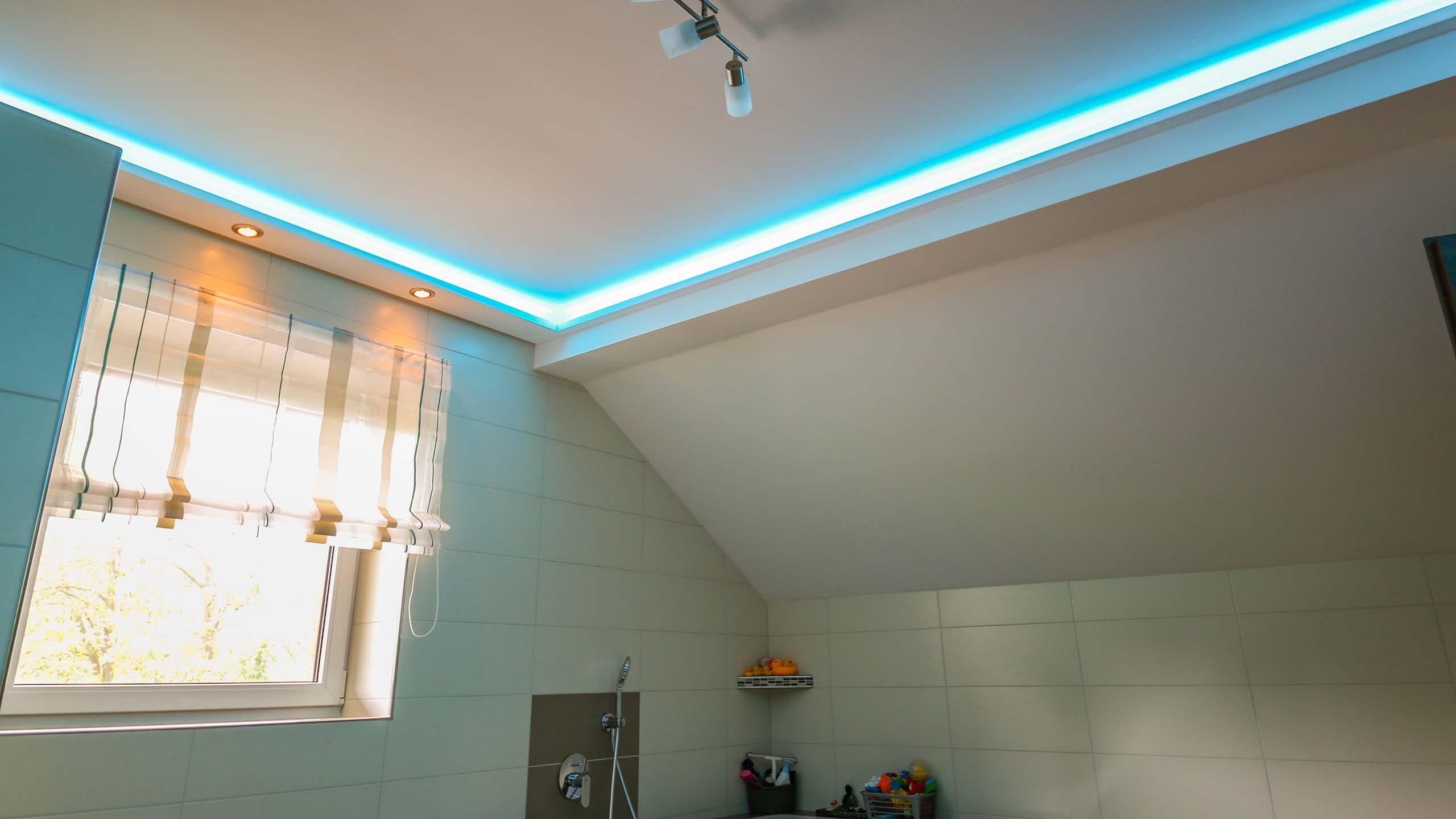 indirekte beleuchtung wand und decke mit stuckprofilen bendu. Black Bedroom Furniture Sets. Home Design Ideas