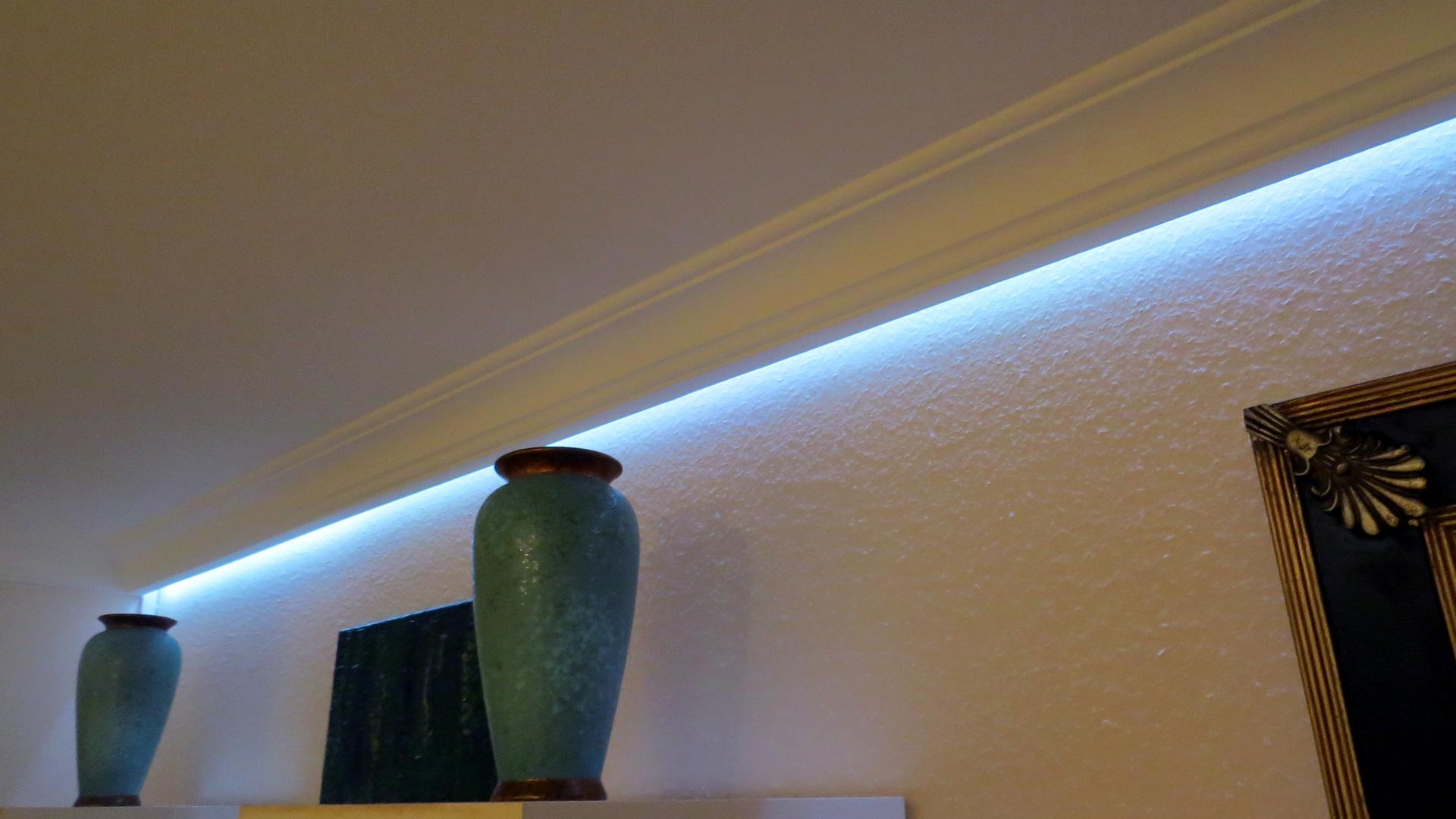 Indirekte deckenbeleuchtung mit led stuckleisten und lichtvouten - Indirekte wandbeleuchtung ...